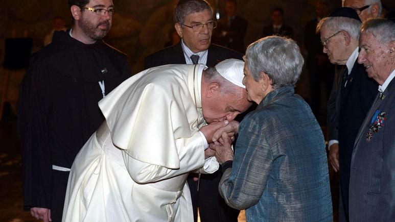 Pope Francis kisses the hands of Holocaust Survivors - May 2014